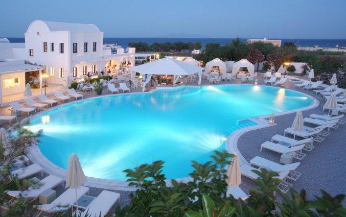 Zwembad van Hotel Imperial Med in Santorini