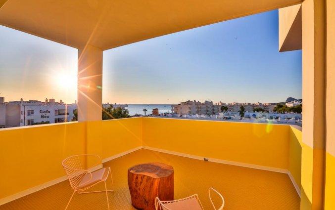 Balkon van een suite van Hotel Paradiso Art op Ibiza