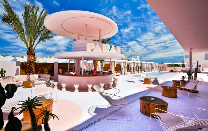 Zwembad met terras van Hotel Paradiso Art op Ibiza
