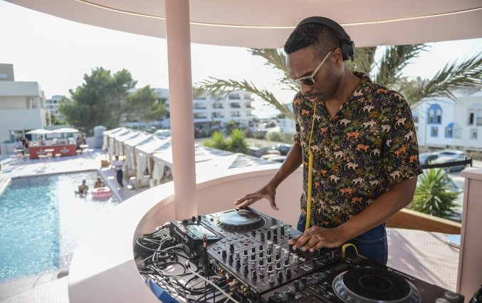 DJ van Hotel Paradiso Art op Ibiza