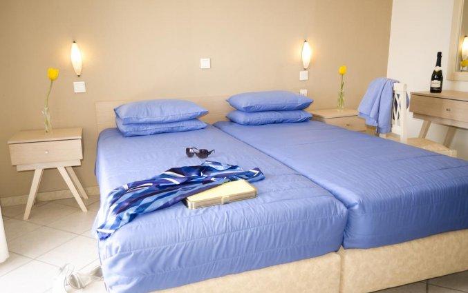 Tweepersoonskamer met twee losse bedden van Hotel Stratos op Chalkidiki