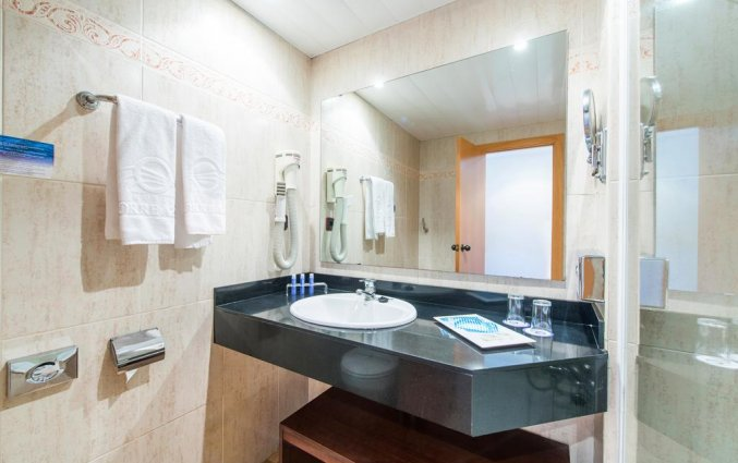 Badkamer van een tweepersoonskamer van Hotel Torre Azul op Mallorca