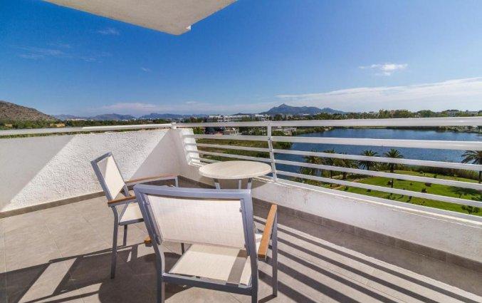 Balkon van een tweepersoonskamer van Hotel EIX Lagotel op Mallorca