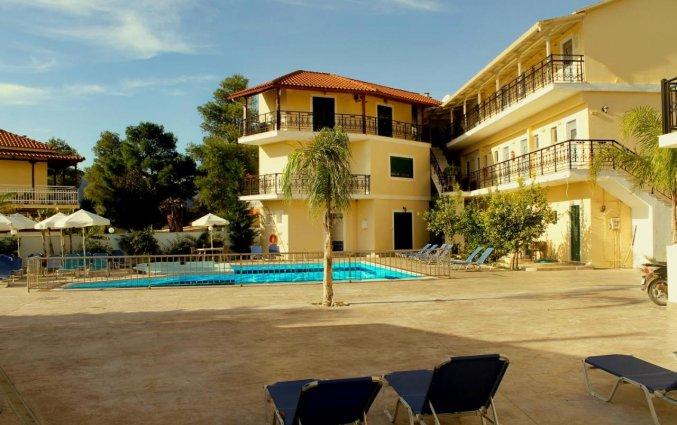 Tuin en gebouw van Hotel La Caretta op Zakynthos