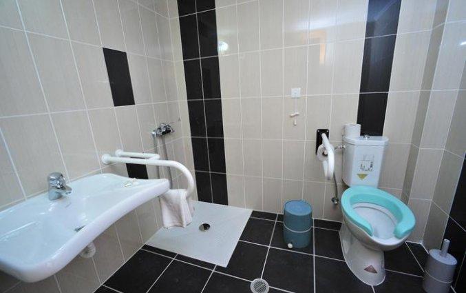 Badkamer van een tweepersoonskamer van Hotel Metaxa op Zakynthos