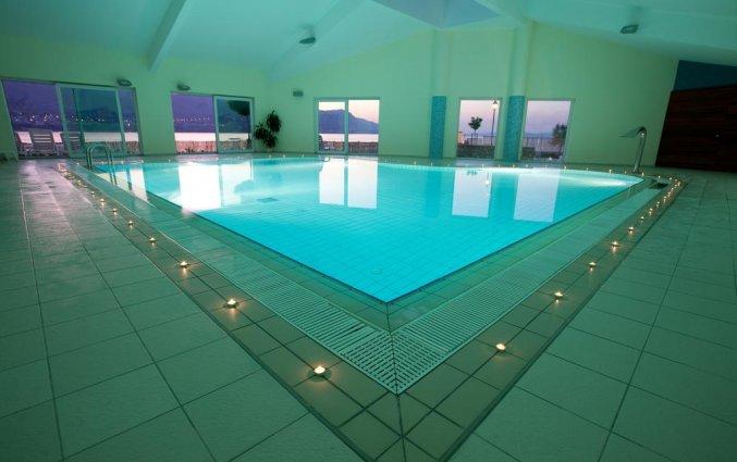 Binnenzwembad van hotel Pagus