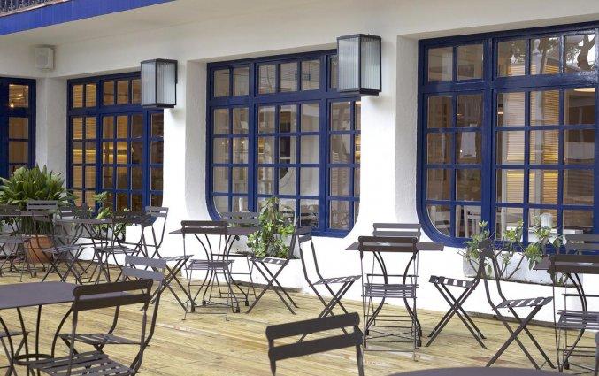 Terras van hotel Els Pins aan de Costa Brava