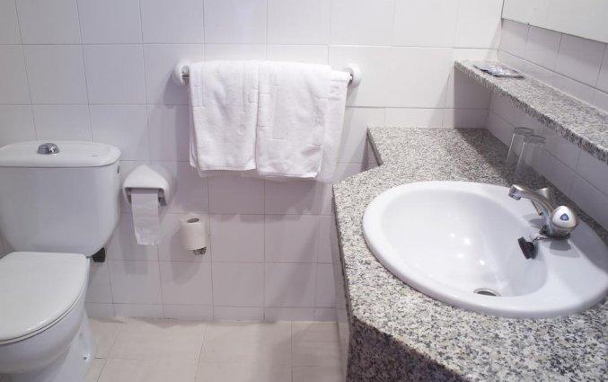 Badkamer van een tweepersoonskamer van Hotel Els Pins aan de Costa Brava