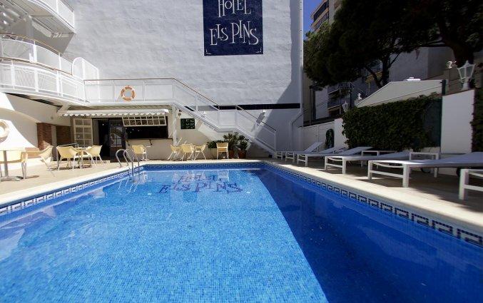 Buitenzwembad hotel Els Pins aan de Costa Brava