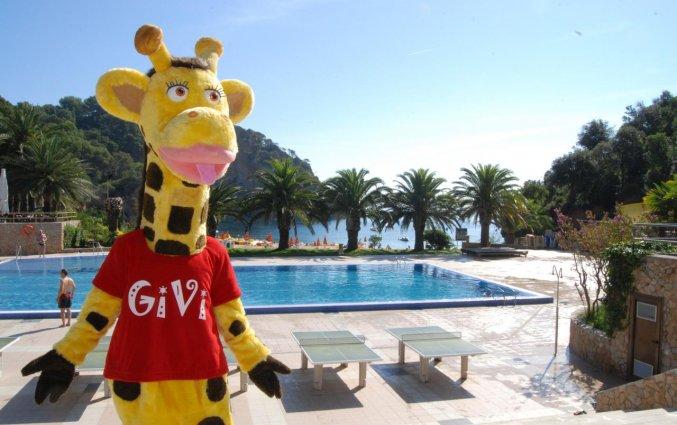 Zwembad met entertainment van Giverola Resort Tossa de Mar
