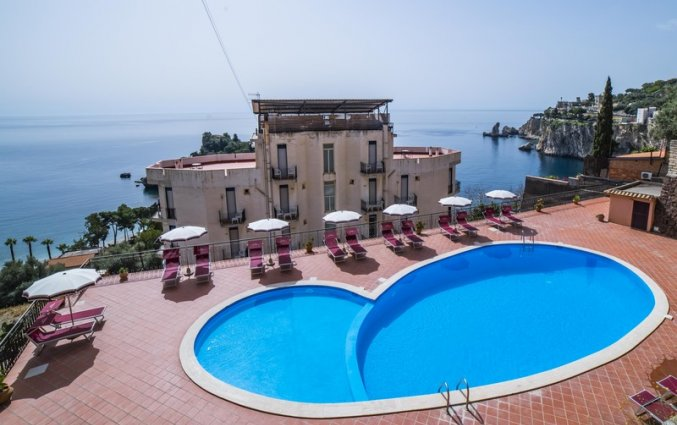 Zwembad van Hotel Isola Bella op Sicilie