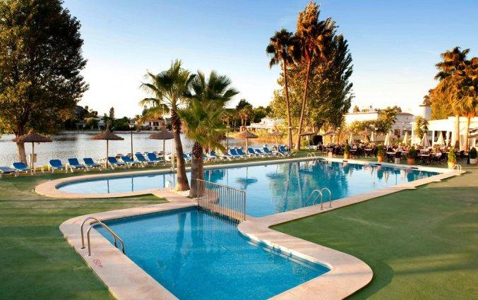 Zwembad met kinderbadje van hotel Grupotel Amapola op Mallorca