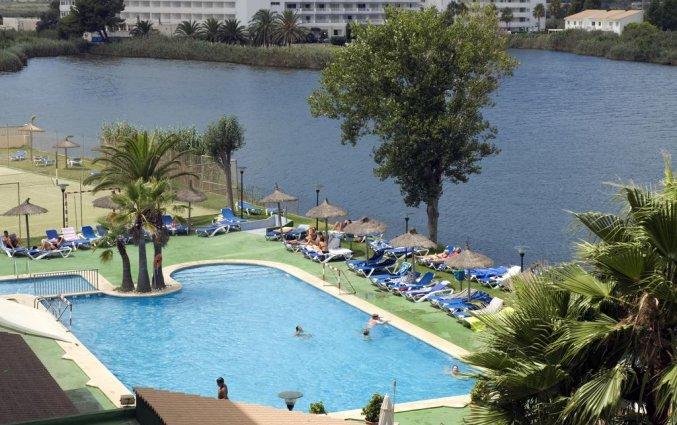 Zwembad met uitzicht hotel Grupotel Amapola op Mallorca