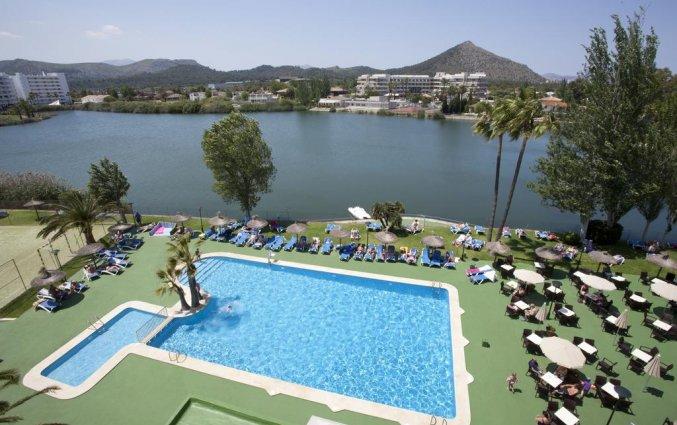 Zwembad in de tuin van hotel Grupotel Amapola op Mallorca