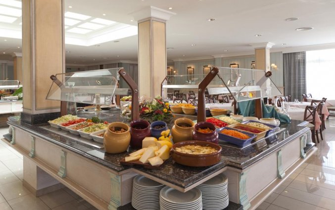 Ontbijtbuffet met broodjes van hotel Grupotel Amapola op Mallorca