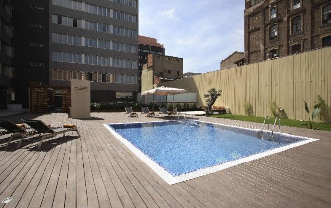 Zwembad en terras van Hotel Spa Villa Olimpic@ in Barcelona