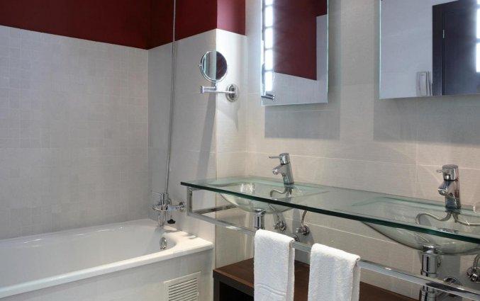 Badkamer van driepersoonskamer van Hotel Spa Villa Olimpic@ in Barcelona