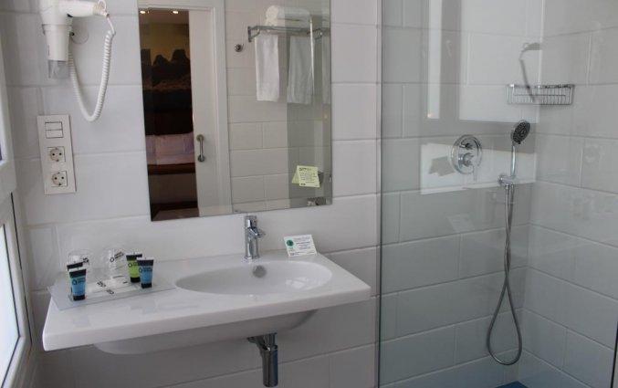 Badkamer van de tweepersoonskamer van hotel Casual Malaga del Mar in Malaga