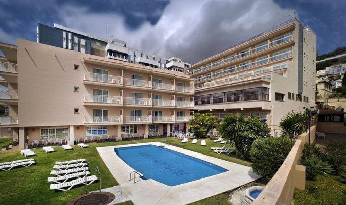 Zwembad en zonneterras van Hotel Soho Boutique Las Vegas in Malaga