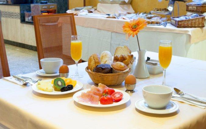 Ontbijt van Hotel Senator Granada Spa in Andalusie