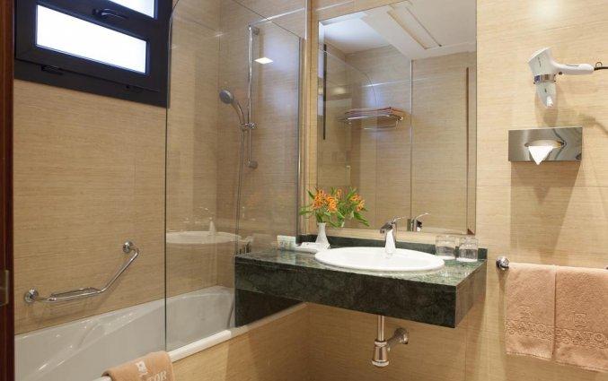 Badkamer van een tweepersoonskamer van Hotel Senator Granada Spa in Andalusie