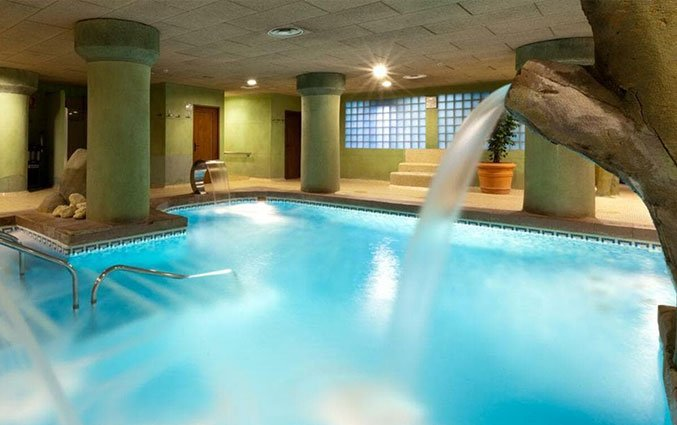 Binnenzwembad van Hotel Senator Granada Spa