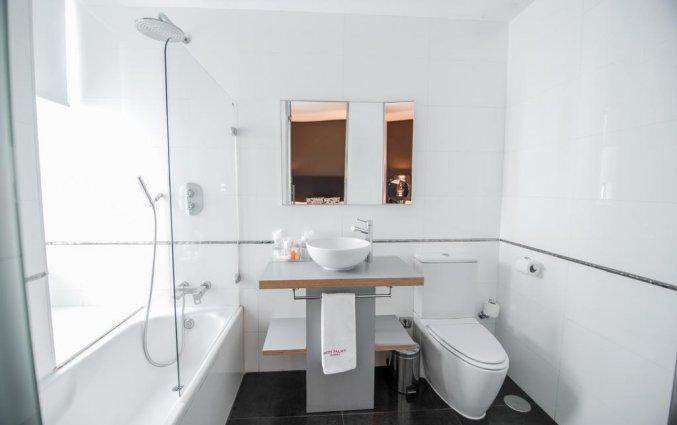 Badkamer van een tweepersoonskamer van Hotel Petit Palace Santa Cruz in Sevilla