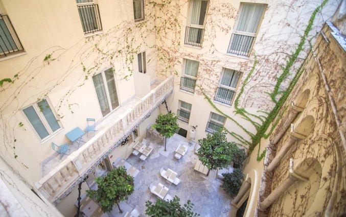 Binnenplaats van Hotel Petit Palace Santa Cruz in Sevilla