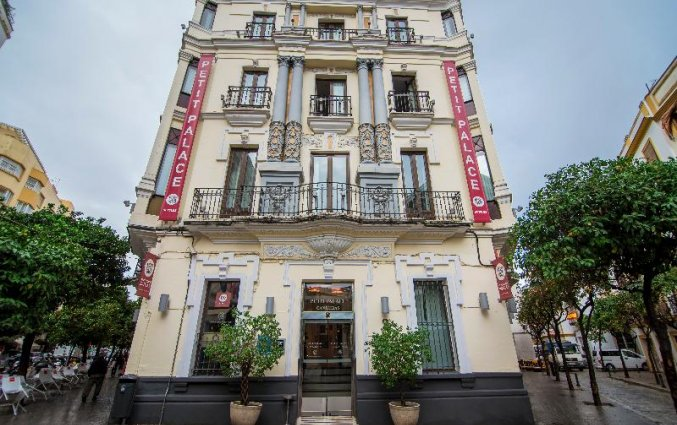 Hotel Petit Palace Canalejas voorkant in Seville