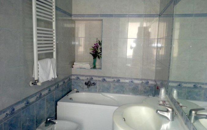 Badkamer van tweepersoonskamer van Hotel Louisiana in Rome
