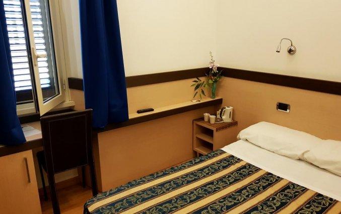 Kleine tweepersoonskamer met tweepersoonsbed van Hotel Louisiana in Rome met tweepersoonsbed van Hotel Louisiana in Rome