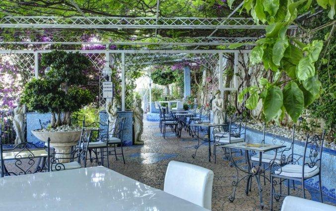 Terras van Hotel Lloyd's Baia in Amalfi