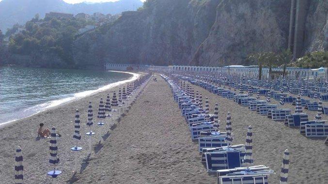 Eigen strand van Hotel Lloyd's Baia in Amalfi
