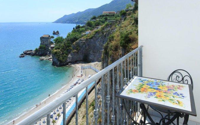 Balkon van een tweepersoonskamer van Hotel Lloyd's Baia in Amalfi
