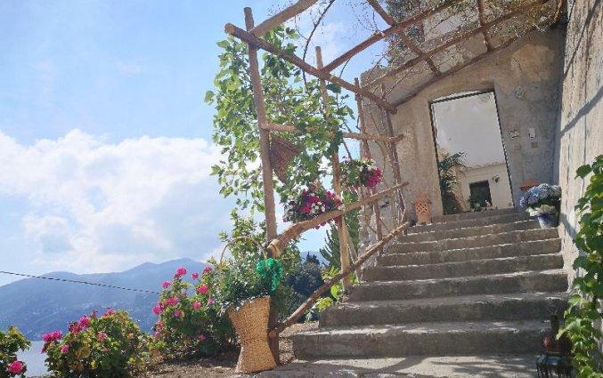 Trappen in hotel Badia Santa Maria de Olearia aan de Amalfikust