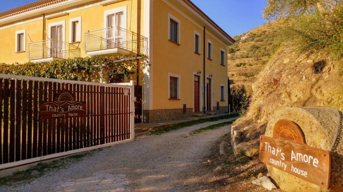 voorkant studio that's amore cilento country house in Amalfi