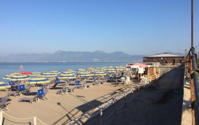 Strand voor hotel Ancora