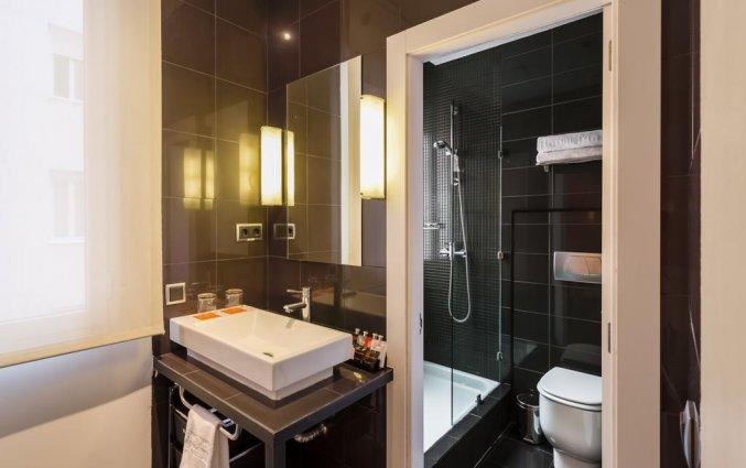 Badkamer van een tweepersoonskamer van Hotel Room Mate Mario in Madrid
