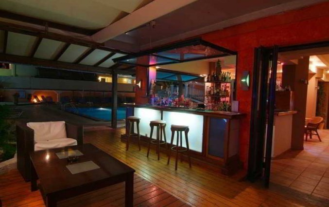 Poolbar van Olga's hotel en Pool op Corfu