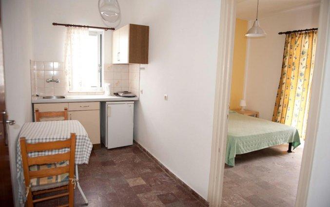 Appartement met aparte slaapkamer en kitchenette van Appartementen Corifo Village Corfu