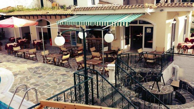 Terras van Appartementen Corifo Village Corfu