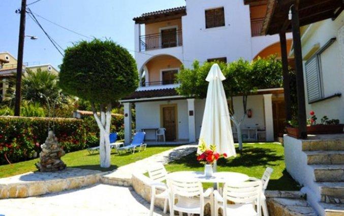 Buitenterras van Irene apartments vakanie Corfu