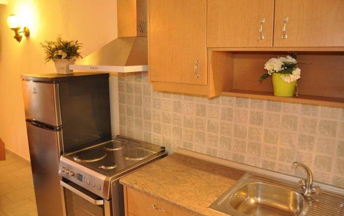 Keuken van een appartement van Appartementen Mazis op Corfu