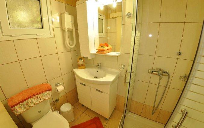 Badkamer van een appartement van Appartementen Mazis op Corfu