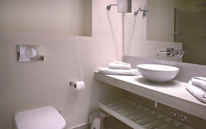 Badkamer van een kamer van Hotel Rodostamo op Corfu