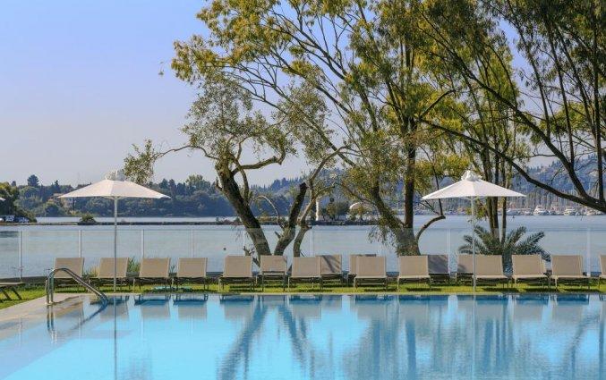 Buitenzwembad van Hotel Rodostamo op Corfu