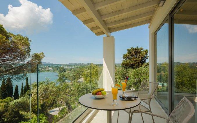 Balkon van een tweepersoonskamer van Hotel Rodostamo op Corfu