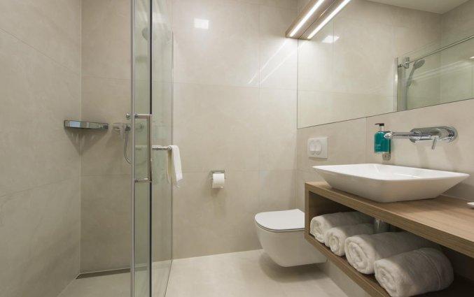 Badkamer van een tweepersoonskamer van hotel Ahotel in Ljubljana