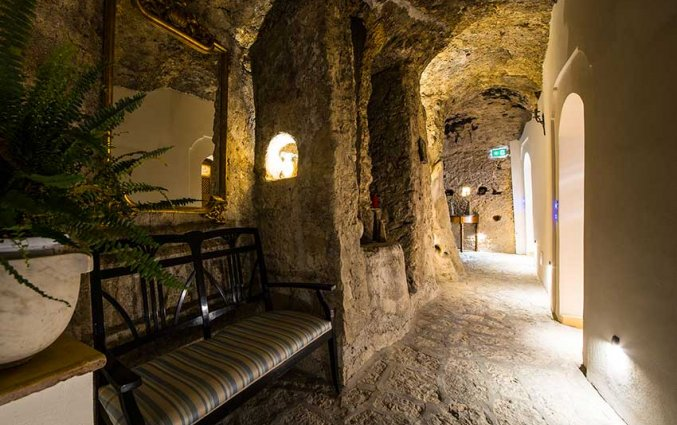 Hal van hotel Badia Santa Maria de Oleari fly & drive Amalfi