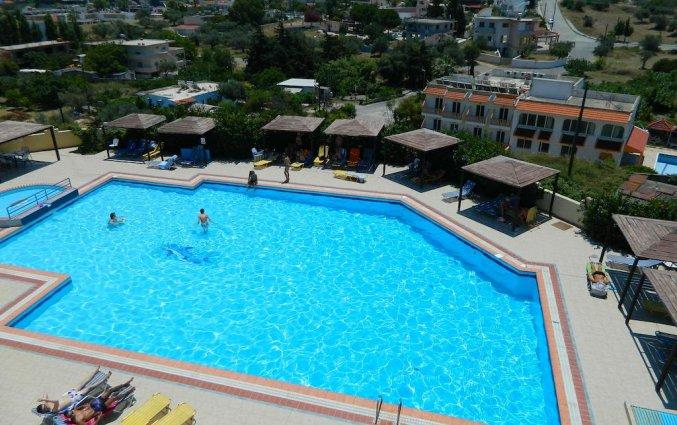 Zwembad hotel Telhinis op Rhodos